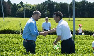 ローカルの誇りは海を越えて。世界進出を果たした茶農家が、いまも大切にしていること