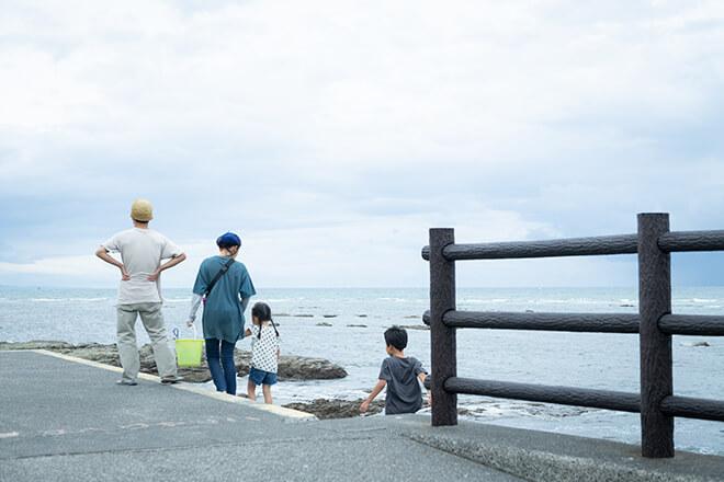 自宅から数分で行ける海岸線ではマリンスポーツも盛んだが、地元の人たちの憩いの場ともなっている。